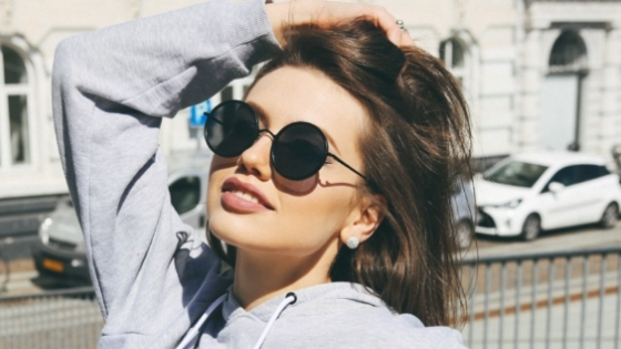 Woman wearing fashionable sunglasses