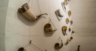 Wall drinking horns