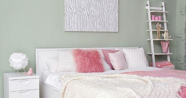 Bedroom pretty shelves